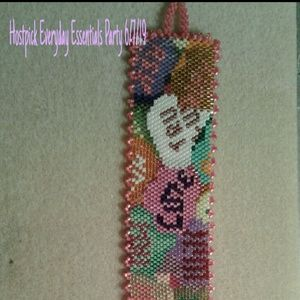 Jewelry - A reversible candy hearts beaded bracelet